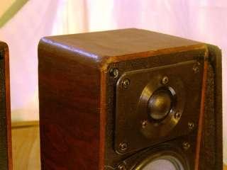 Realistic Model MINIMUS 7W Bookshelf Speakers |