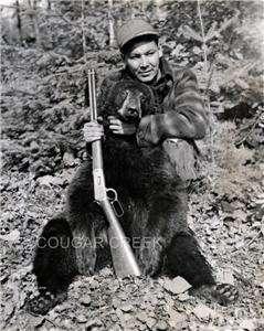 1941 CHIPPEWA INDIAN GUIDE BLK BEAR RIFLE HUNTING PHOTO
