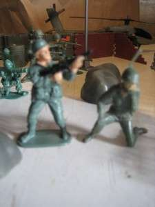 Plastic Toy Soldiers Army Men Lot, Plus Many Accessories. Vehicles