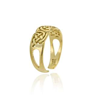 . The toe ring features beautiful Celtic knot design set in 18k gold