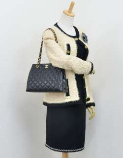 Chanel Black quilted Leather Tote shoulder bag Gold Chain CC X629