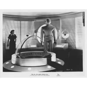 THE DAY THE EARTH STOOD STILL ROBOT PATRICIA NEAL 8X10